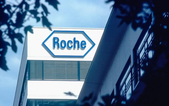 Leestip. Follow The Money: 'Testen, testen, testen' – alleen als het farmaceut Roche behaagt