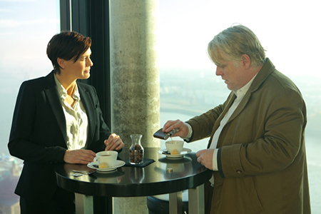 Cia Robin Wright (Martha Sullivan) en Gunther Bachman ( Seymour Hofman). Foto: Filmdepot