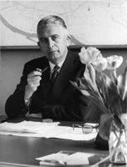 """ir. Frans Posthuma. ,,Onze voorstellen werden in de gemeenteraad bij acclamatie aangenomen. Dat was de mentaliteit van de wederopbouw na de verwoestingen van de oorlog."""""""