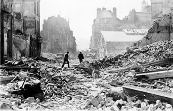 'Het doelbewust verwoesten van een stad is een zo verbijsterende misdaad dat het woord onvatbaar je te binnen schiet'.