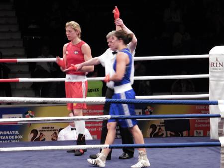 De Zweedse Anna Laurell had vanaf de start van de EK-wedstrijd geen schijn van kans tegen de Schiedamse Nouchka Fontijn. Foto's: prive