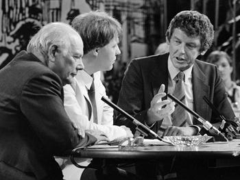 Wim Kok (l. in discussie met Joop Den Uijl r.) toen nog voorzitter van het FNV.