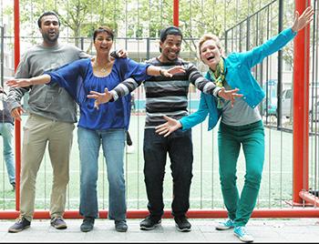 Het team achter het te maken 'feelgood' filmje over Rotterdam. Vlnr: Regisseur: Winand Singh van 'MeWe', producer: Sharida Noormohamed, cameraman: Oligar da Paz en visagiste: Jessica de Hoogh. Foto: Michel Damhuis