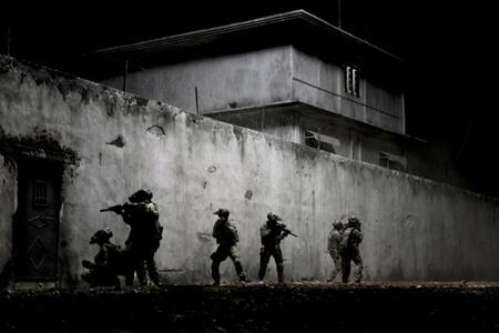 Aanval op schuilplaats Bin Laden. Niet alles loopt op rolletjes. Foto's: Filmdepot