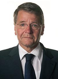 Premier Den Uyl liet de ontkennende prins weten dat een commissie onder leiding van staatsraad Donner (foto) een onderzoek zou instellen.