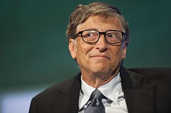 Bill Gates sprak in 2002: 'Ik voorspel u dat er over vijf jaar geen enkele papieren krant in de wereld meer zal bestaan'.