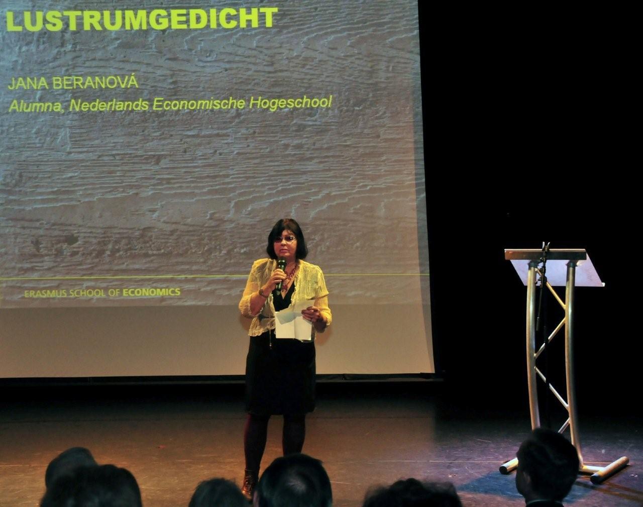Van voormalig stadsdichter Jana Beranová, afgestudeerd aan de NEH, was er een prachtig gedicht te horen genaamd 'Grenzeloos weiland', over het studentenleven.