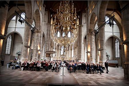 Wel is het zo dat begrippen als 'een leven na de dood' en 'bidden of religieuze wonderen' door de buitenkerkelijken niet in traditioneel kerkelijke zin worden opgevat.