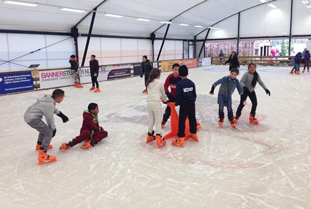 De baan is vooral geschikt voor 'de kleintjes´, beginnende schaatsers, schoolschaatsen, kunstschaatsen, ijshockeyers en beoefenaars van curling.
