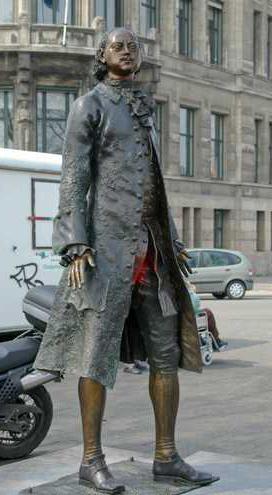 Bij ons op de Veerkade stond zowaar een standbeeld van tsaar Peter de Grote, een geschenk van Rusland aan Nederland, dat Amsterdam weigerde. Rotterdam durfde dat niet.