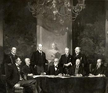 Het kabinet van Cort van der Linden (schilderij Piet van der Hem) regeerde van 1913 tot 1918 en voerde tijdens WOI een 'oorlogswinstbelasting' in.