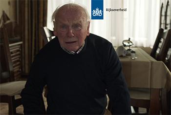 Spotjes op tv van de overheid laten regelmatig gevallen van ouderenmishandeling zien.