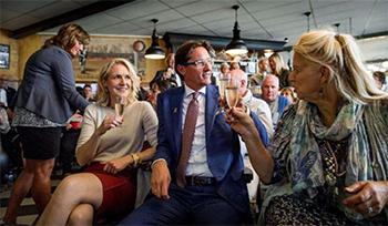 Leefbaar Rotterdam leidt nu een coalitie met CDA en D66. Op grond van de (onvergelijkbare) verkiezingen voor het Europees parlement zou naast deze drie partijen ook de VVD nodig zijn voor een meerderheidscollege.