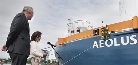 Een paar weken geleden vierde baggeraar Van Oord een intiem feestje ter gelegenheid van haar nieuw opgeleverde werkschip Aeolus. Foto Van Oord.