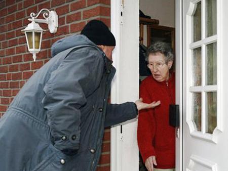 Een andere 'doelgroep' die erg vatbaar is voor oplichtingspraktijken zijn de ouderen.
