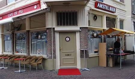 De kroeg 'De Pul' zit nog steeds op de vertrouwde plek in Dordrecht.