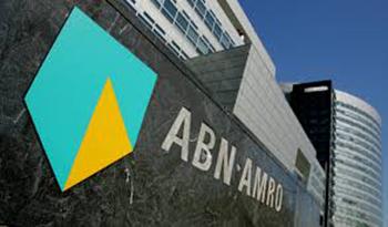 Toppunt was het besluit bij ABN Amro de circa honderd topmanagers een loonsverhoging van 20 procent te geven omdat het kabinet plannen heeft om bonussen aan te pakken.