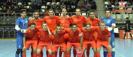 Het Nederlandse zaalvoetbalteam bevat slechts twee blanke en mogelijk van oorsprong 'echte' Nederlandse spelers.