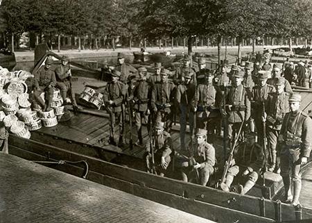 Voedselschaarsten tijdens de Eerste wereldoorlog veroorzaakte o.a. het aardappeloproer in Amsterdam.