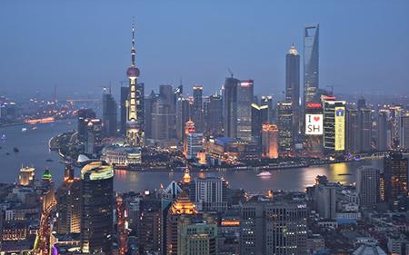 De wereld verandert, vooral na de val van het Oostblok en de Sovjet Unie, snel. Rotterdam houdt de titel grootste haven tot 2004 vast. Dan passeert Azië. Met voorop Shanghai.