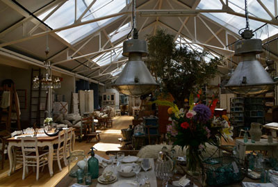 een overzicht van Fleurs winkel in de Borduurfabriek Foto Rinus Vuik