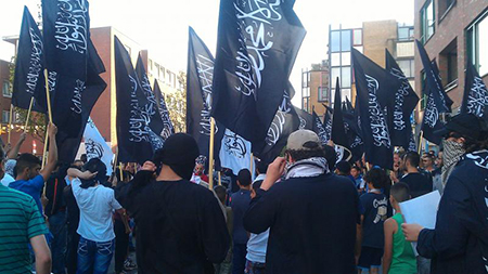 De meerderheid van de moslimbevolking in de Schilderswijk heeft laten weten dat zij niet achter het kalifaat van ISIS of thans IS staat in Irak, laat staan met vlaggen daarvan gaan zwaaien.