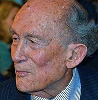 Drie kwartier stond de eminente Johan Witteveen (93) achter het spreekgestoelte. Nog kaarsrecht en zonder ook maar een slok van het glas 'spreekwater' te nuttigen. Foto's: Rinus Vuik
