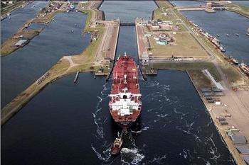 Vernieuwing van de zeesluis naar Amsterdam lijkt geen landelijk economische reden te hebben. Foto: Haven-Amsterdam