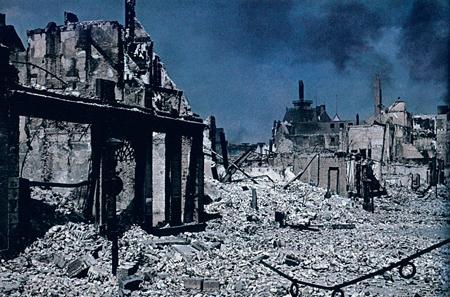 Bommen op burgerdoelen waren voor de Duitsers op 14 mei 1940 in Rotterdam allerminst taboe.