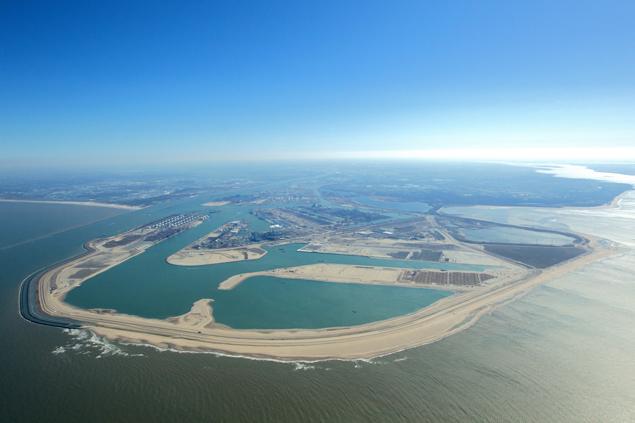 Maasvlakte 2 vanuit de lucht gezien. Recent genomen foto van Havenbedrijf Rotterdam.
