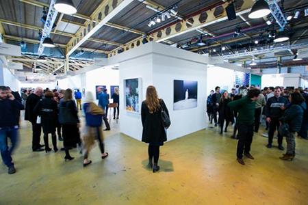 De kunstbeurs Art Rotterdam 2016 trok dit jaar het recordaantal van 26.500 kunstliefhebbers. Foto: Geert Broertjes