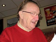 Tot aan zijn uitvoerig gevierde verjaardag van zijn 85e levensjaar en het jaar daarna liep Ome Koos nog elke dag statig als 'een kleurrijke oude heer' nog kaarsrecht door de wijk.