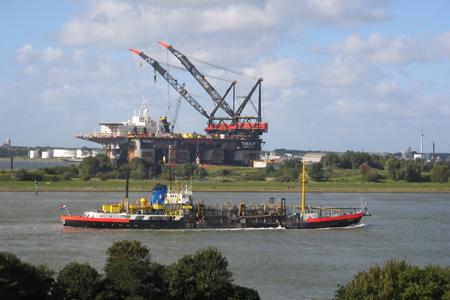 Activiteiten in de Rotterdamse haven. Foto's: World Ship Society Rotterdam Branch