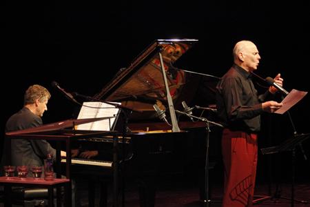 Peter Goedhart speelt samen met Erik van der Korft (piano), András Czifra (viool), Roeland Cleijne (trompet) en Erik Robaard (contrabas).Foto's: Tineke de Lange Fotografie