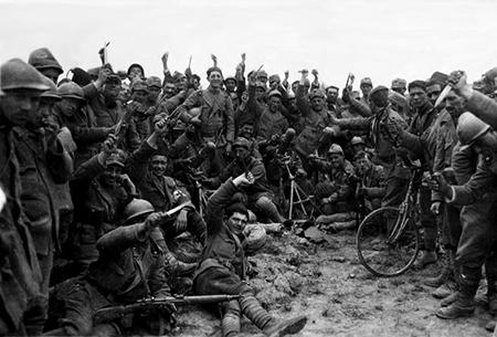 Na de oorlog zwierven bendes rond van oorlogsveteranen, de Arditi. Jonge mannen zonder werk, dankzij de oorlog maar al te gewend om geweld te gebruiken.