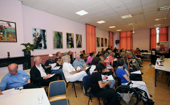 Grote belangstelling voor de sprekers tijdens de bijeenkomst van de Rotterdamse Sociale Alliantie (RoSA) in kenniscentrum Dona Daria. Foto's: Rinus Vuik