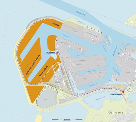 Maasvlakte 2 (links) ligt er nu en de aanleg is in ieder geval binnen het budget gebleven.