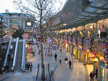 Ook de Beurstraverse ('Koopgoot') is een aantrekkelijk onderdeel van de derde wandeling door Rotterdam.