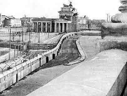 De aanleg en de effecten van het IJzeren Gordijn waren volgens Kershaw essentieel voor het politieke en economische herstel van West Europa.