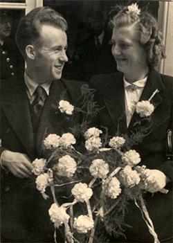Floor ontmoette in Berlijn de Amsterdamse Maartje Lakeman met wie hij op 11 augustus in 1943 in Amsterdam is gehuwd. Vervolgens moesten ze samen weer terug naar Berlijn.