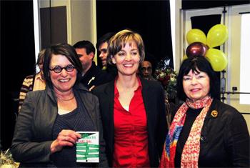 Vlnr: Huisarts Anky Erlings, haar opvolgster Maaike Visser en oud stadsdichter Jana Beranová.